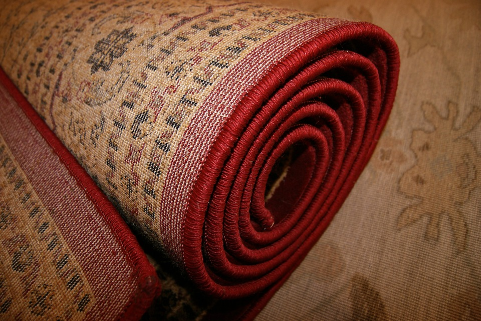 svinutý koberec